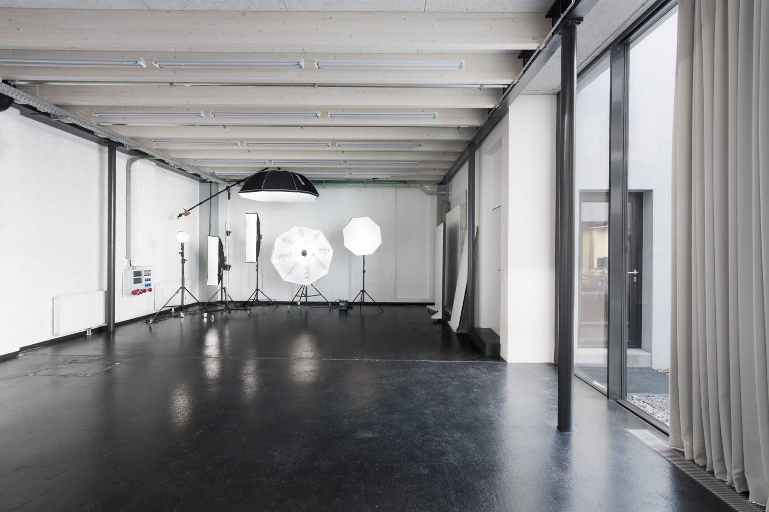 Studio Totale in Wien mit Grünblick für Fotoshootings und Filmdrehs