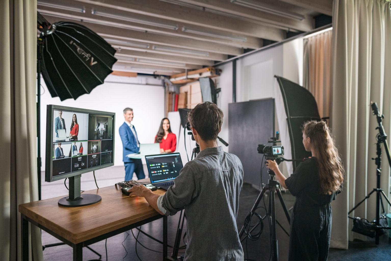 Ob Webinar, Diskussionsrunde oder Live-Kurs, im Studio Totale in Wien kannst du dein Livestreaming Projekt umsetzen.