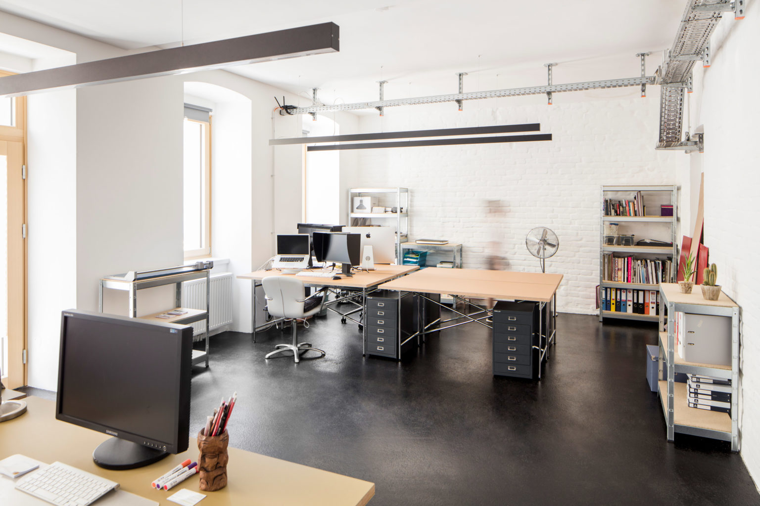 Großer Büroraum mit Straßenzugang im Studio Totale in Wien